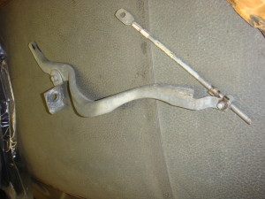 68-69 Torino big block kick down rod